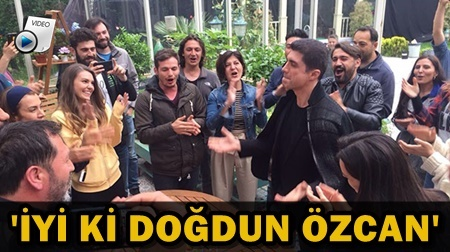 AŞK HABERLERİNE ALDIRMADI YANINDAN AYRILMADI!